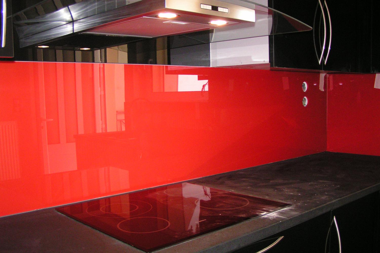Τζάμι κουζίνας σε χρώμα κόκκινο