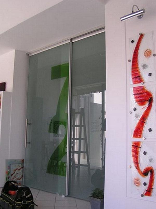 Γυάλινη συρόμενη πόρτα  4